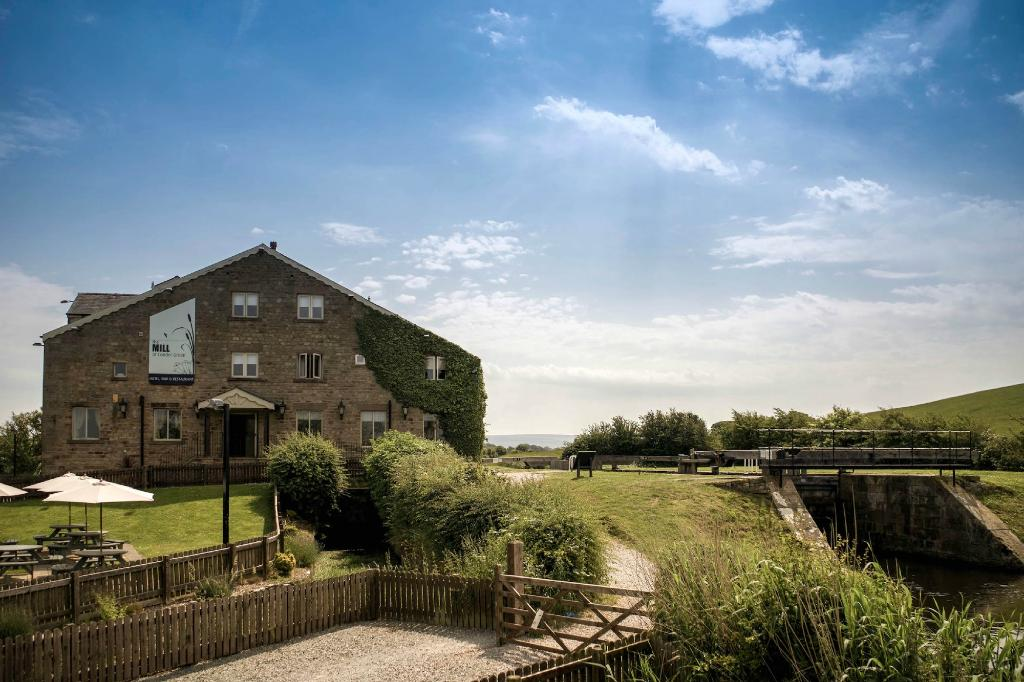 Dog friendly places to stay - our trip to the Mill at Conder Green in Lancaster.