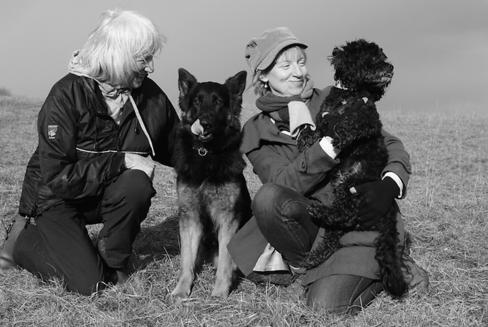 Artist Sam Toft, her mum and her dogs Betty and Stan.